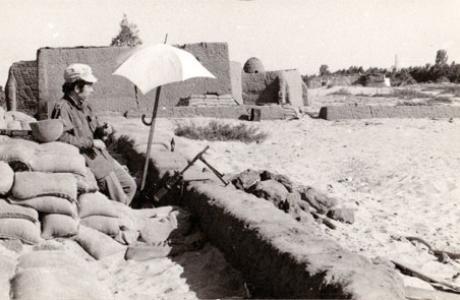 חורף 1973: מחבר הספר בעמדת השקים שלו בכפר מצרי נטוש בדרך לאיסמעליה